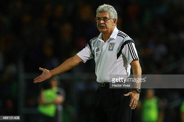 Ricardo Ferretti coach of Tigres gestures during the quarterfinals second leg match between Chiapas and Tigres UANL as part of the Apertura 2015 Liga...