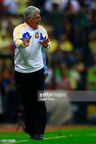 Ricardo Ferretti coach of Tigres gives instructions to his players during the Final second leg match between America and Tigres UANL as part of the...
