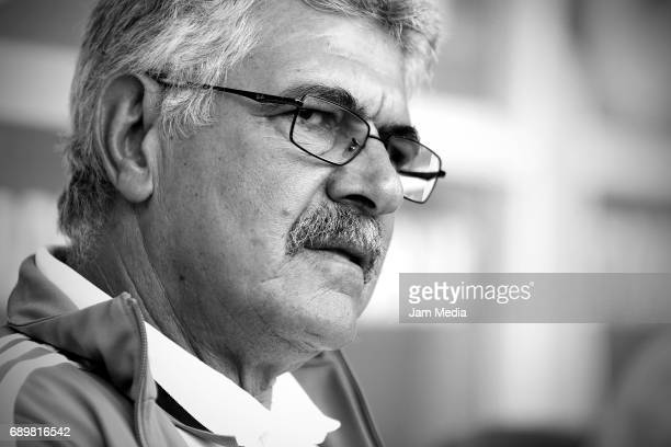 Ricardo Ferretti coach of Tigres looks on during the Final second leg match between Chivas and Tigres UANL as part of the Torneo Clausura 2017 Liga...