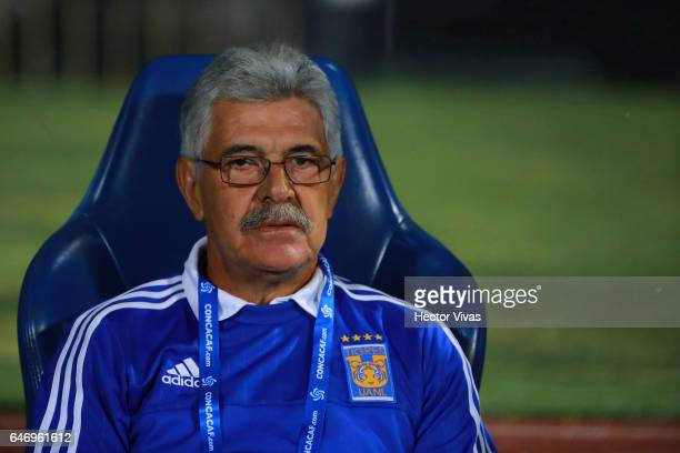Ricardo Ferretti coach of Tigres looks on during the quarterfinals second leg match between Pumas UNAM and Tigres UANL as part of the CONCACAF...