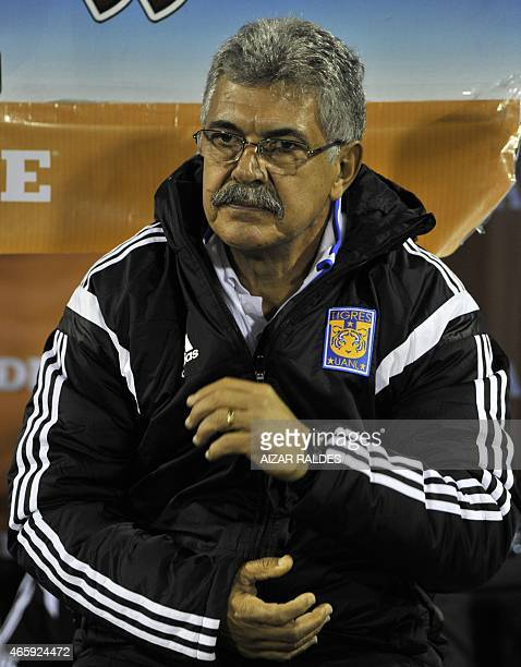 Ricardo Ferretti coach of Tigres of Mexico gestures during the Libertadores Cup football match against San Jose of Bolivia at the Jesus Bermudez...