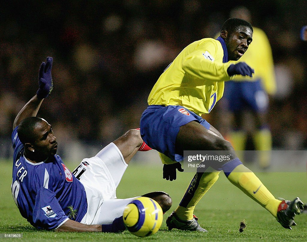 Ricardo Fuller of Portsmouth (L) battles with Kolo Toure of Arsenal during the Barclays Premiership match between Portsmouth and Arsenal at Fratton Park on December 19, 2004 in London, England.