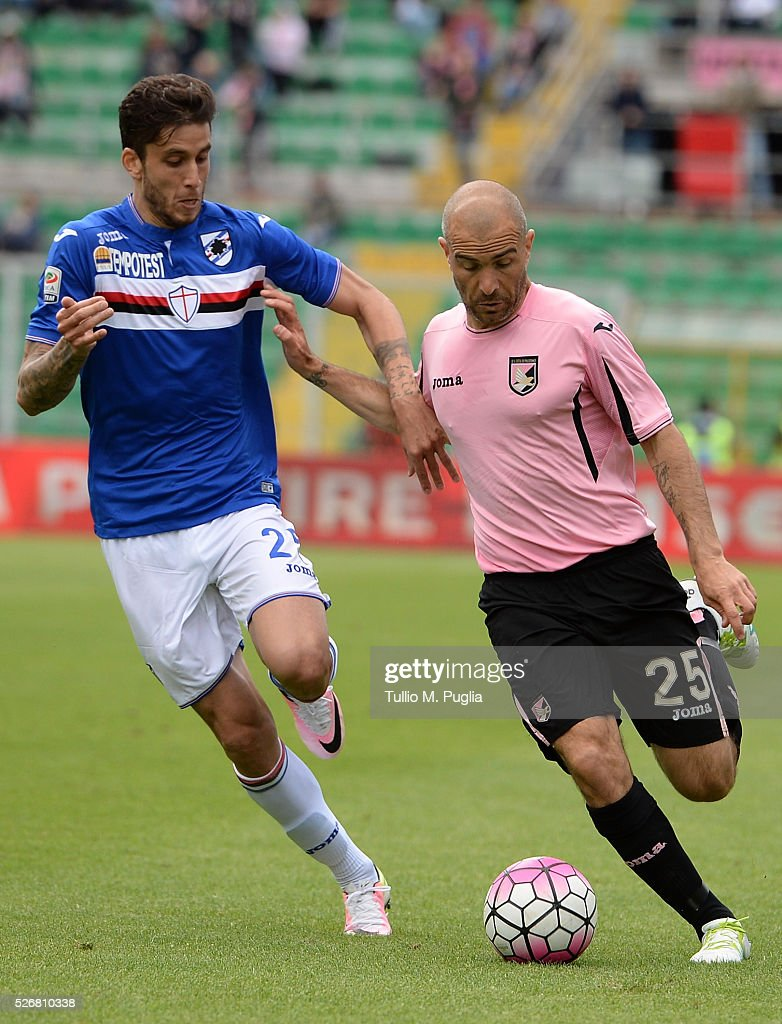 Ricardo Gabriel Alvarez (L) of Sampdoria and Enzo Maresca of Palermo compete for the ball during the Serie A match between US Citta di Palermo and UC Sampdoria at Stadio Renzo Barbera on May 1, 2016 in Palermo, Italy.