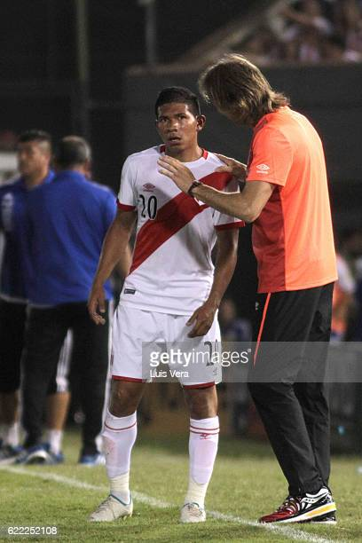 Ricardo Gareca caoch of Peru talks to Edison Flores during a match between Paraguay and Peru as part of FIFA 2018 World Cup Qualifiers at Defensores...