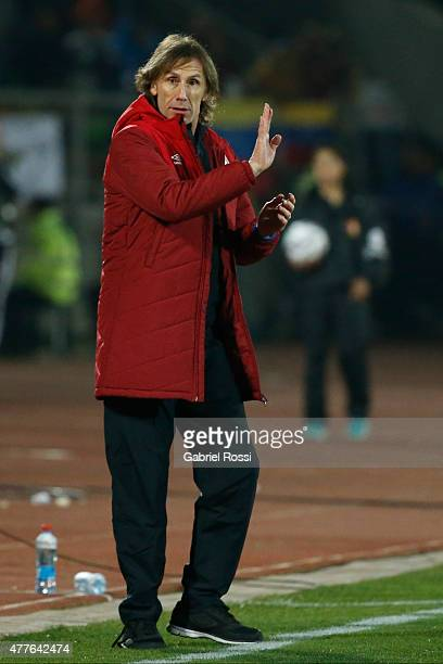 Ricardo Gareca coach of Peru gives instructions to his players during the 2015 Copa America Chile Group C match between Peru and Venezuela at Elías...