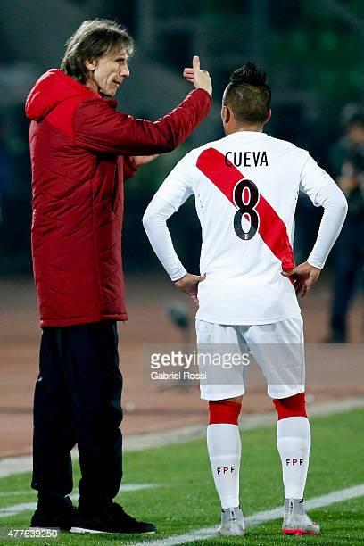 Ricardo Gareca coach of Peru talks with Juan Vargas during the 2015 Copa America Chile Group C match between Peru and Venezuela at Elías Figueroa...