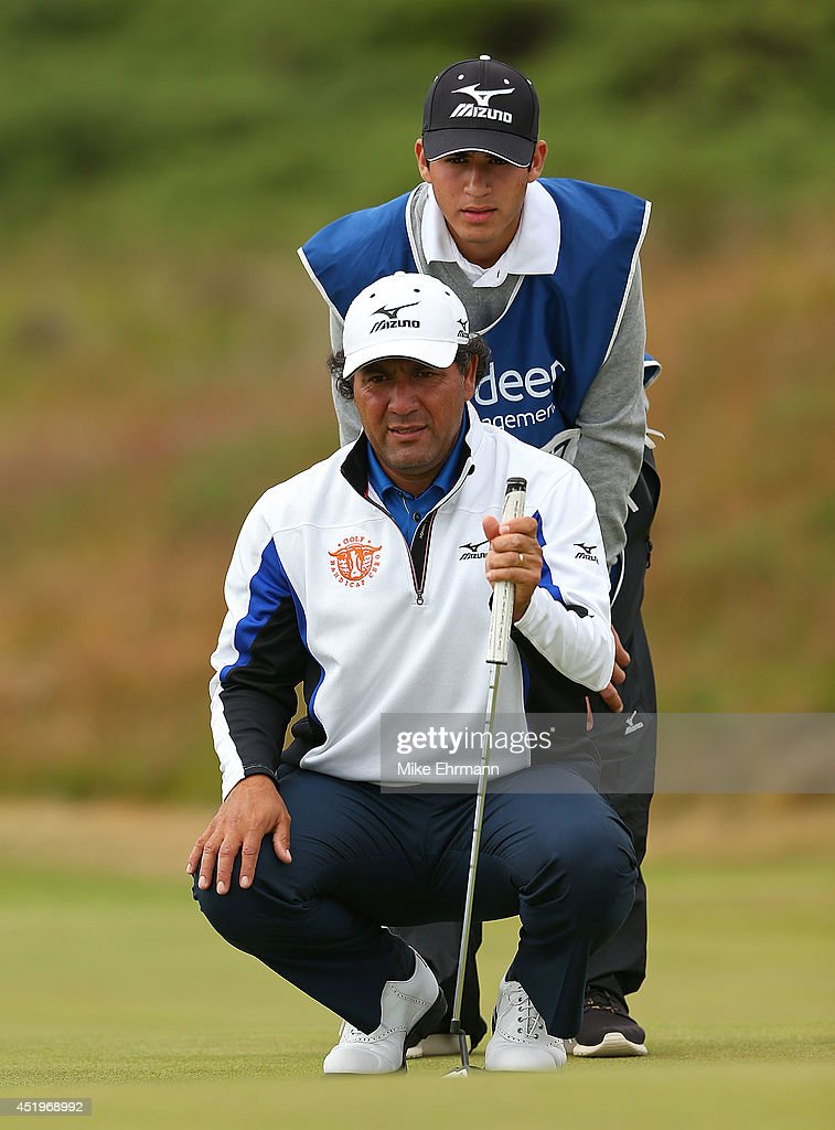 <a gi-track='captionPersonalityLinkClicked' href=/galleries/search?phrase=Ricardo+Gonzalez&family=editorial&specificpeople=240556 ng-click='$event.stopPropagation()'>Ricardo Gonzalez</a> of Argentina lines up a putt on the 17th hole during the first round of the 2014 Aberdeen Asset Management Scottish Open at Royal Aberdeen Golf Club on July 10, 2014 in Aberdeen, Scotland.