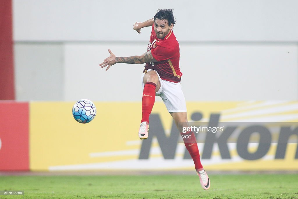<a gi-track='captionPersonalityLinkClicked' href=/galleries/search?phrase=Ricardo+Goulart&family=editorial&specificpeople=7462579 ng-click='$event.stopPropagation()'>Ricardo Goulart</a> #11 of Guangzhou Evergrande shoots the ball during the AFC Asian Champions League match between Guangzhou Evergrande FC and Sydney FC at Tianhe Stadium on May 3, 2016 in Guangzhou, China.
