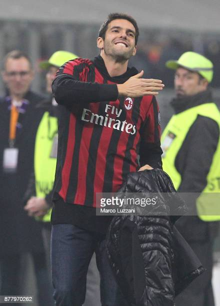 Ricardo Kaka salute the crowd during the UEFA Europa League group D match between AC Milan and Austria Wien at Stadio Giuseppe Meazza on November 23...