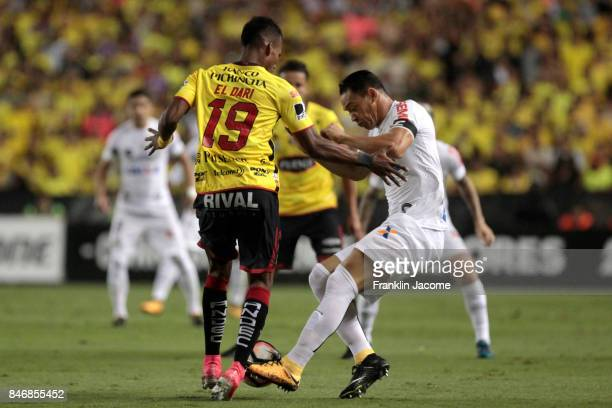 Ricardo Oliveira of Santos fights for the ball with Dario Aimar of Barcelona during a first leg match between Barcelona SC and Santos as part of...