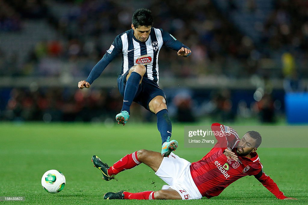 <a gi-track='captionPersonalityLinkClicked' href=/galleries/search?phrase=Ricardo+Osorio&family=editorial&specificpeople=224529 ng-click='$event.stopPropagation()'>Ricardo Osorio</a> of CF Monterrey jump for the ball with Hossam Ashour of Al-Ahly SC during the FIFA Club World Cup 3rd Place Match between Al-Ahly SC and CF Monterrey at International Stadium Yokohama on December 16, 2012 in Yokohama, Japan.