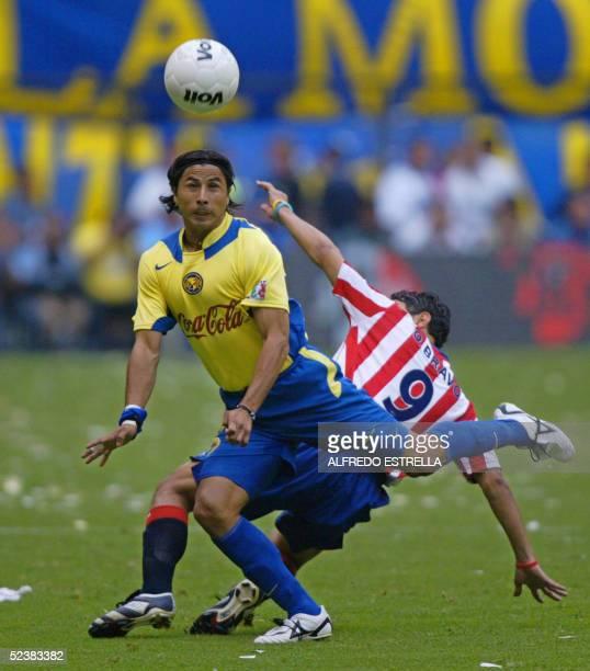 Ricardo Rojas de America disputa el balon con Omar Bravo de las Chivas de Guadalajara en partido de la fecha 09 del Torneo de Clausura 2005 del...