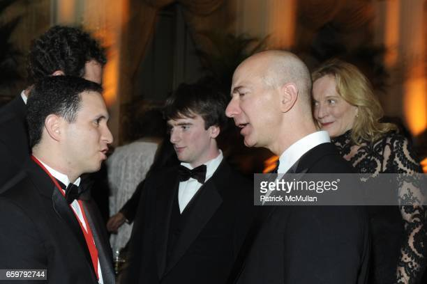 Ricardo Teran Kevin McNulty Jeff Bezos and Victoria Smith attend The Aspen Institute 26th Annual Awards Dinner at The Plaza Hotel on November 5 2009...