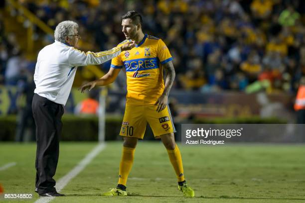 Ricardo 'Tuca' Ferretti coach of Tigres talks to Andre Gignac during the 10th round match between Tigres UANL and Veracruz as part of the Torneo...