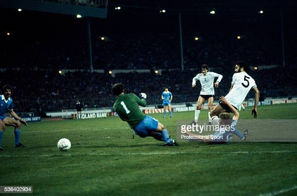 Ricardo Villa of Tottenham Hotspur evades Manchester City defender Tommy Caton to shoot past goalkeeper Joe Corrigan for the winning goal in the FA...