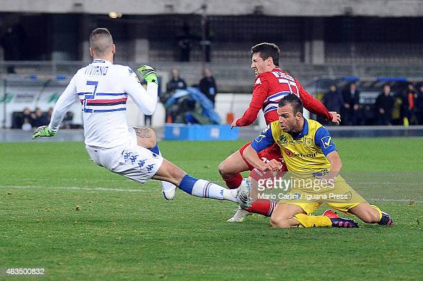 Riccardo Meggiorini of AC Chievo Verona scores his team's second goal during the Serie A match between AC Chievo Verona and UC Sampdoria at Stadio...