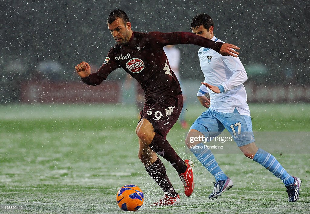 Riccardo Meggiorini (L) of Torino FC in action against Bruno Pereirinha of S.S. Lazio during the Serie A match between Torino FC and S.S. Lazio at Stadio Olimpico di Torino on March 17, 2013 in Turin, Italy.