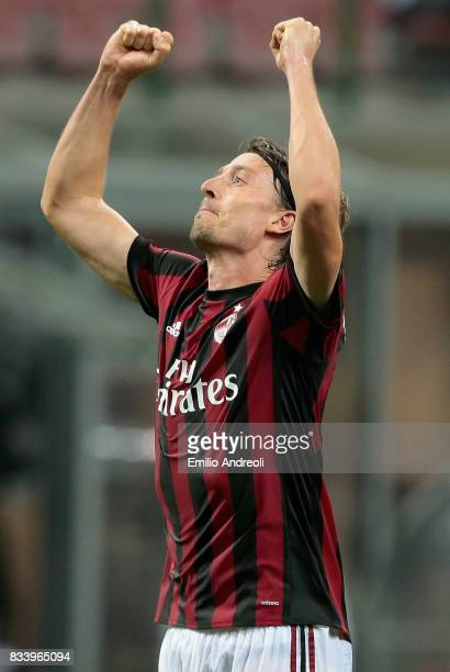 Riccardo Montolivo of AC Milan celebrates his second goal during the UEFA Europa League Qualifying PlayOffs round first leg match between AC Milan...