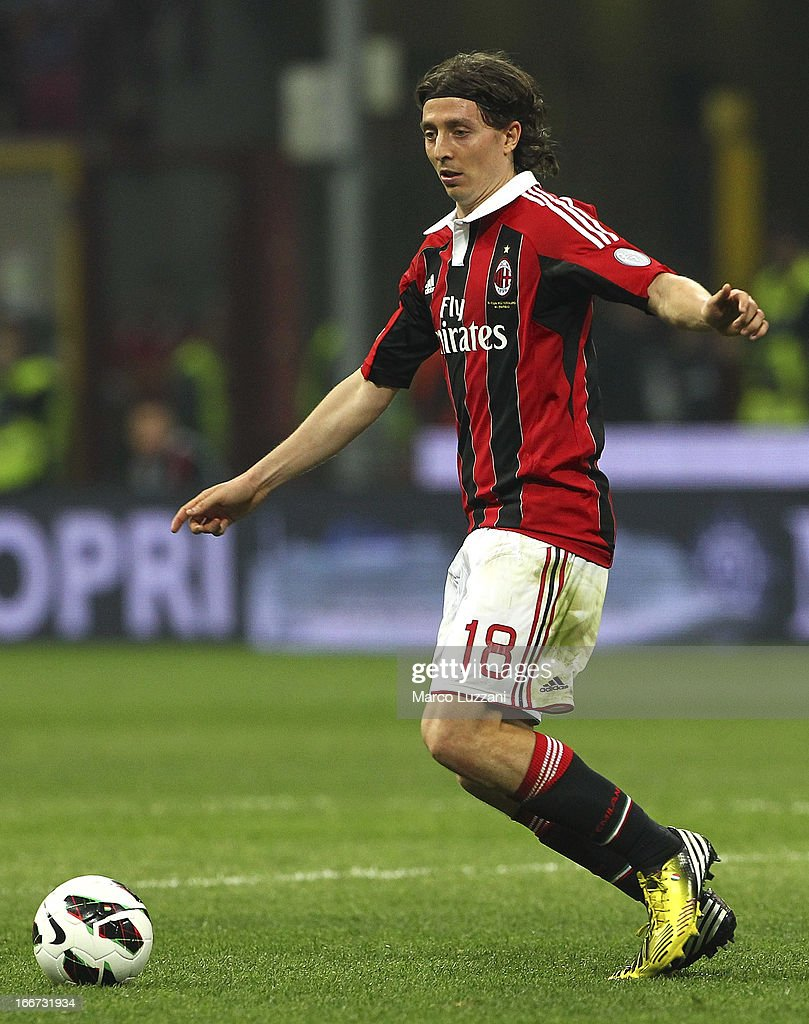 Riccardo Montolivo of AC Milan in action during the Serie A match between AC Milan and SSC Napoli at San Siro Stadium on April 14, 2013 in Milan, Italy.