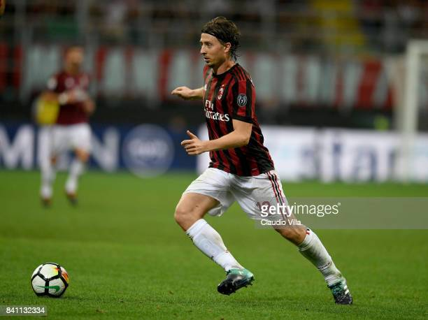 Riccardo Montolivo of AC Milan in action during the Serie A match between AC Milan and Cagliari Calcio at Stadio Giuseppe Meazza on August 27 2017 in...