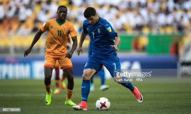 Riccardo Orsolini of Italy runs with the ball during the FIFA U20 World Cup Korea Republic 2017 Quarter Final match between Italy and Zambia at Suwon...