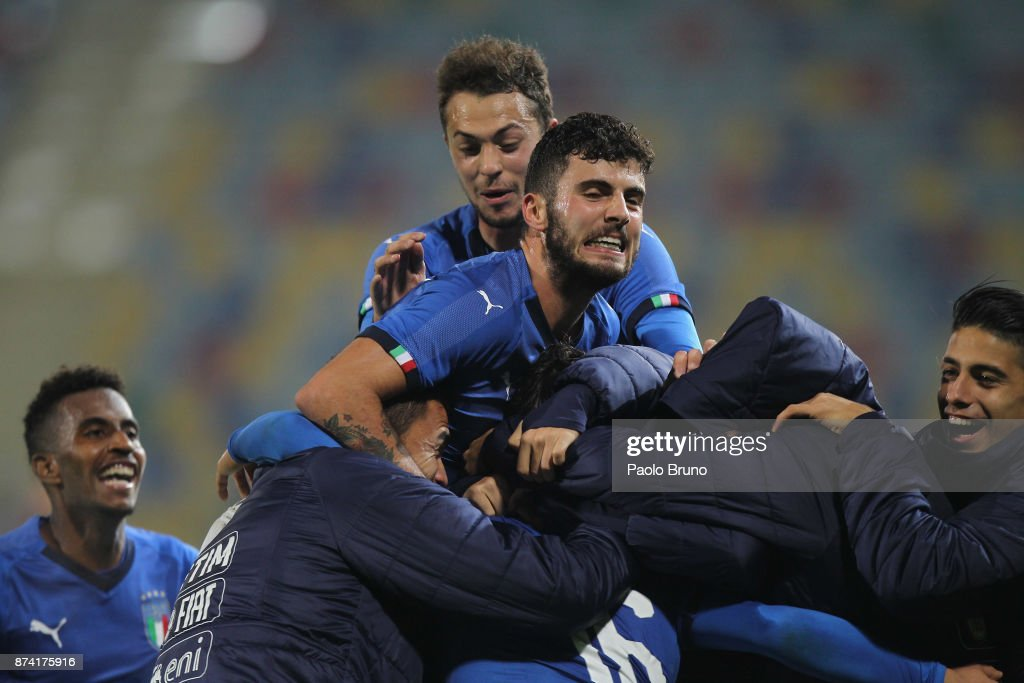 Riccardo Orsolini with his teammates of Italy celebrates after scoring the team's third goal during the international friendly match between Italy U21 and Russia U21 on November 14, 2017 in Frosinone, Italy.