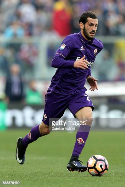 Riccardo Saponara of ACF Fiorentina in action during the Serie A match between ACF Fiorentina and Bologna FC at Stadio Artemio Franchi on April 2...