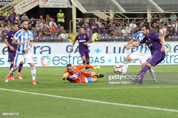 Riccardo Saponara of ACF Fiorentina in action during the Serie A match between ACF Fiorentina and Pescara Calcio at Stadio Artemio Franchi on May 28...