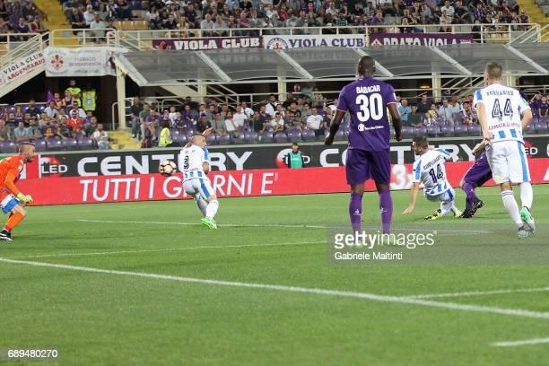 Riccardo Saponara of ACF Fiorentina scores a goal during the Serie A match between ACF Fiorentina and Pescara Calcio at Stadio Artemio Franchi on May...