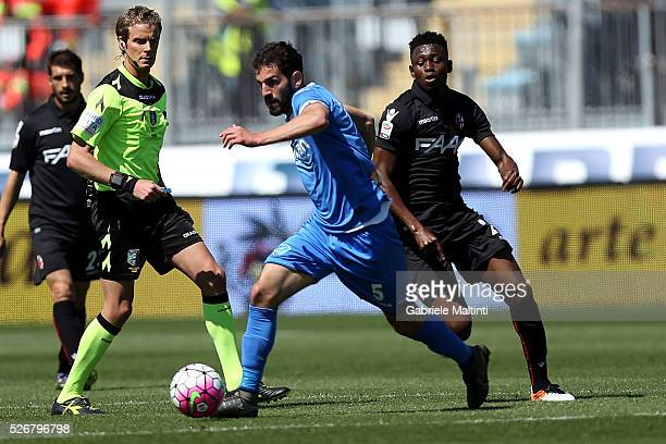 Riccardo Saponara of Empoli FC battles for the ball with Amadou Diawara of Bologna Fc during the Serie A match between Empoli FC and Bologna FC at...