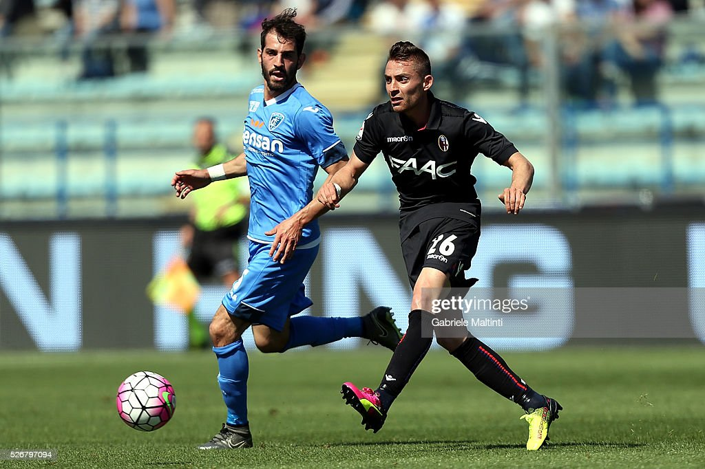 Riccardo Saponara of Empoli FC battles for the ball with Anthony Mounier of Bologna Fc during the Serie A match between Empoli FC and Bologna FC at Stadio Carlo Castellani on May 1, 2016 in Empoli, Italy.