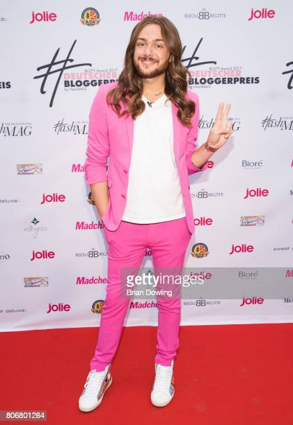Riccardo Simonetti wearing a pink ASOS suit and Saint Laurent sneakers arrives at the Bloty Award 2017 Deutscher Bloggerpreis by HashMag at...