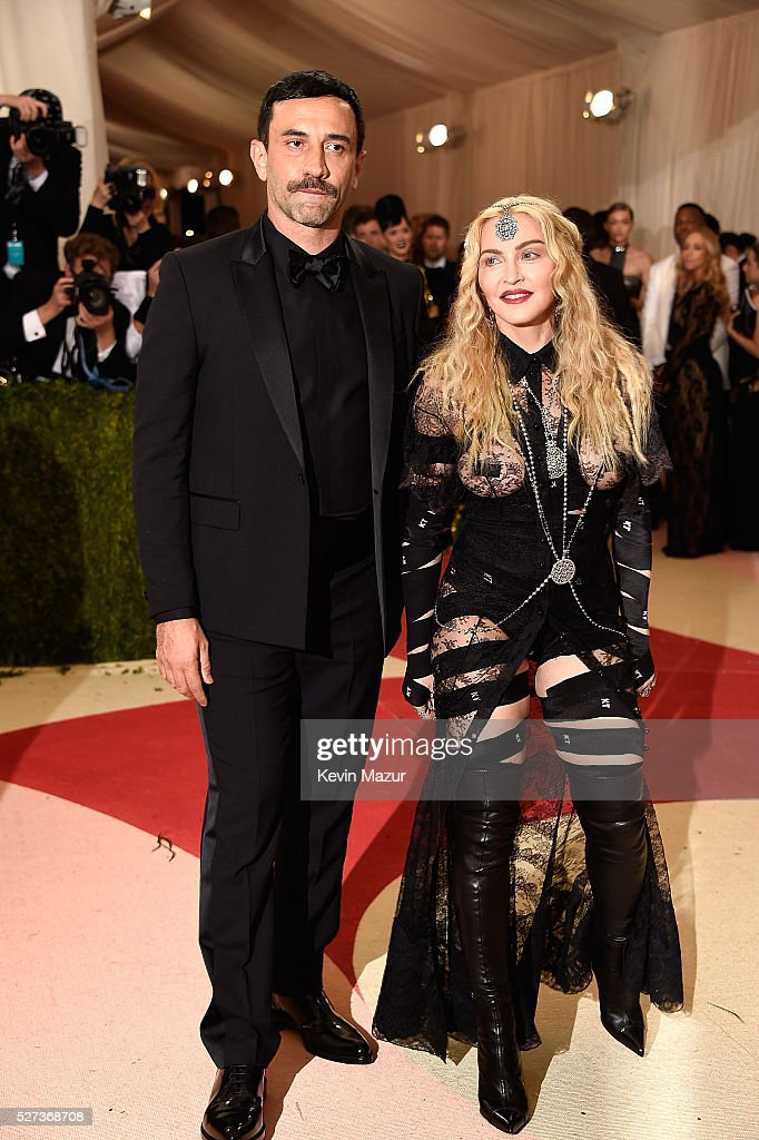 <a gi-track='captionPersonalityLinkClicked' href=/galleries/search?phrase=Riccardo+Tisci&family=editorial&specificpeople=2214975 ng-click='$event.stopPropagation()'>Riccardo Tisci</a> and <a gi-track='captionPersonalityLinkClicked' href=/galleries/search?phrase=Madonna+-+Singer&family=editorial&specificpeople=156408 ng-click='$event.stopPropagation()'>Madonna</a> attend 'Manus x Machina: Fashion In An Age Of Technology' Costume Institute Gala at Metropolitan Museum of Art on May 2, 2016 in New York City.