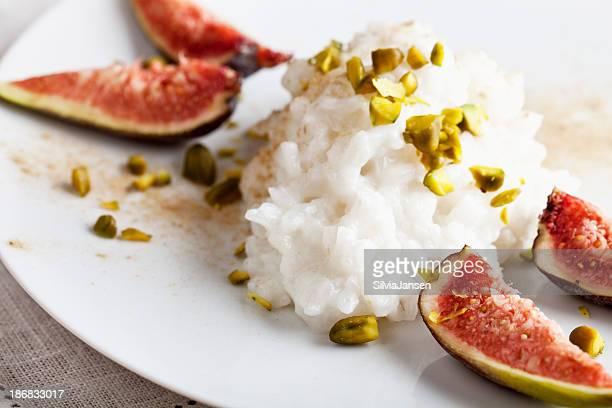 Reispudding, pistacho und Feigen dessert