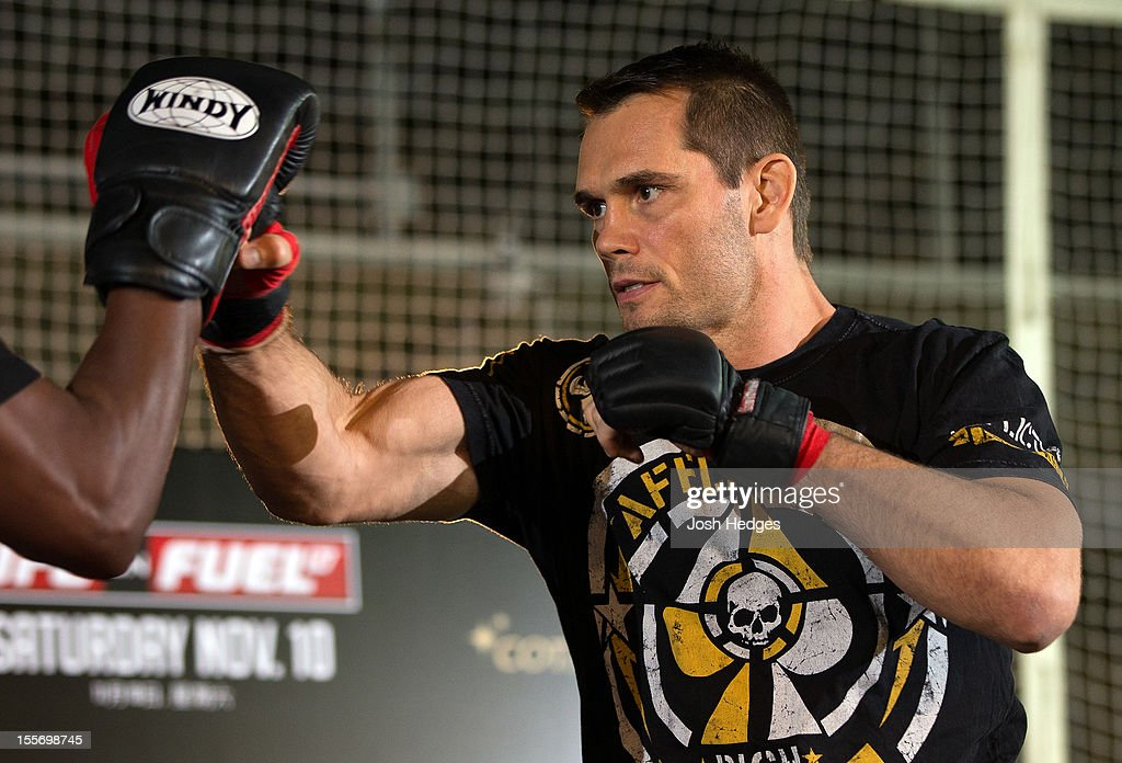 <a gi-track='captionPersonalityLinkClicked' href=/galleries/search?phrase=Rich+Franklin&family=editorial&specificpeople=4498651 ng-click='$event.stopPropagation()'>Rich Franklin</a> works out for media and fans during a UFC open workout session at Harbour City Mall on November 7, 2012 in Hong Kong, Hong Kong.