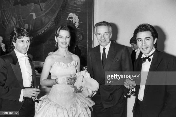 Richard Anconina Jeane Manson JeanPierre Cassel et Richard Berry lors d'une soirée le 21 mars 1984 à Paris France