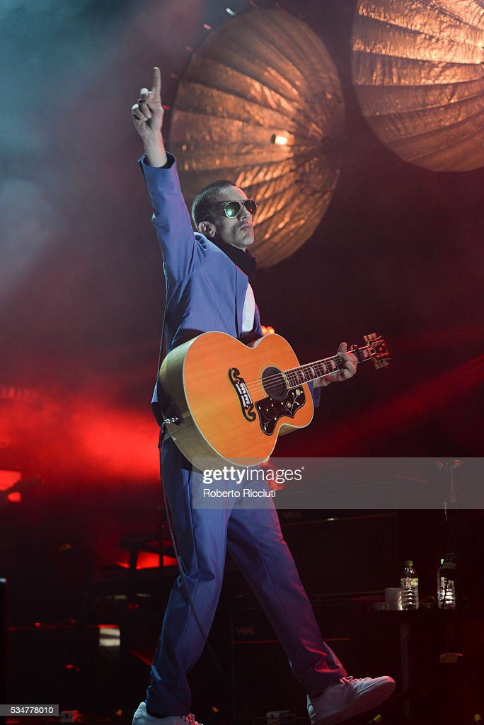 <a gi-track='captionPersonalityLinkClicked' href=/galleries/search?phrase=Richard+Ashcroft&family=editorial&specificpeople=586312 ng-click='$event.stopPropagation()'>Richard Ashcroft</a> performs on stage at O2 Academy Glasgow on May 27, 2016 in Glasgow, Scotland.