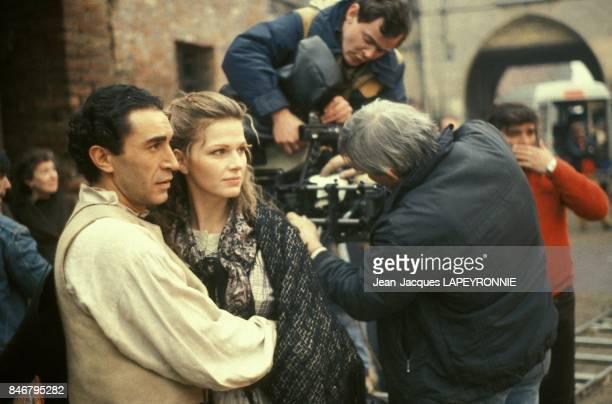 Richard Berry et Jeane Manson sur le plateau du film La Trace realise par Bernard Favre en 1983 en France