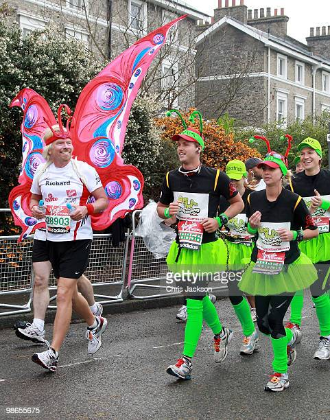 Richard Branson Sam Branson Holly Branson Dave Clark and Princess Beatrice start the Virgin London Marathon on April 25 2010 in London England...