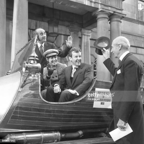 Richard Briers Warren Mitchell and Una Stubbs sit in the famous car from Chitty Chitty Bang Bang as they pose with the Lord Mayor of London Ian...