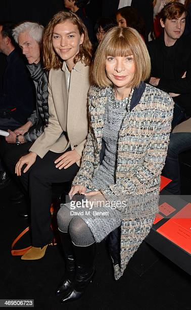 Richard Buckley Arizona Muse and Anna Wintour attend the Hunter Original AW 2014 Show at Ambika P3 Gallery University of Westminster on February 15...