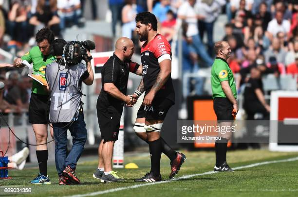 Richard Cockerill Coach and Romain Taofifenua of Toulon during the Top 14 match between Rc Toulon and Castres Olympique on April 15 2017 in Toulon...
