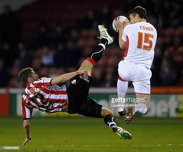 Richard Cresswell of Sheffield United battles with Chris Cohen of Nottingham Forest during the npower Championship match between Sheffield United and...