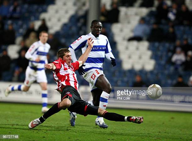 Richard Cresswell of Sheffield United scores during the FA Cup third round replay match between Queens Park Rangers and Sheffield United at Loftus...