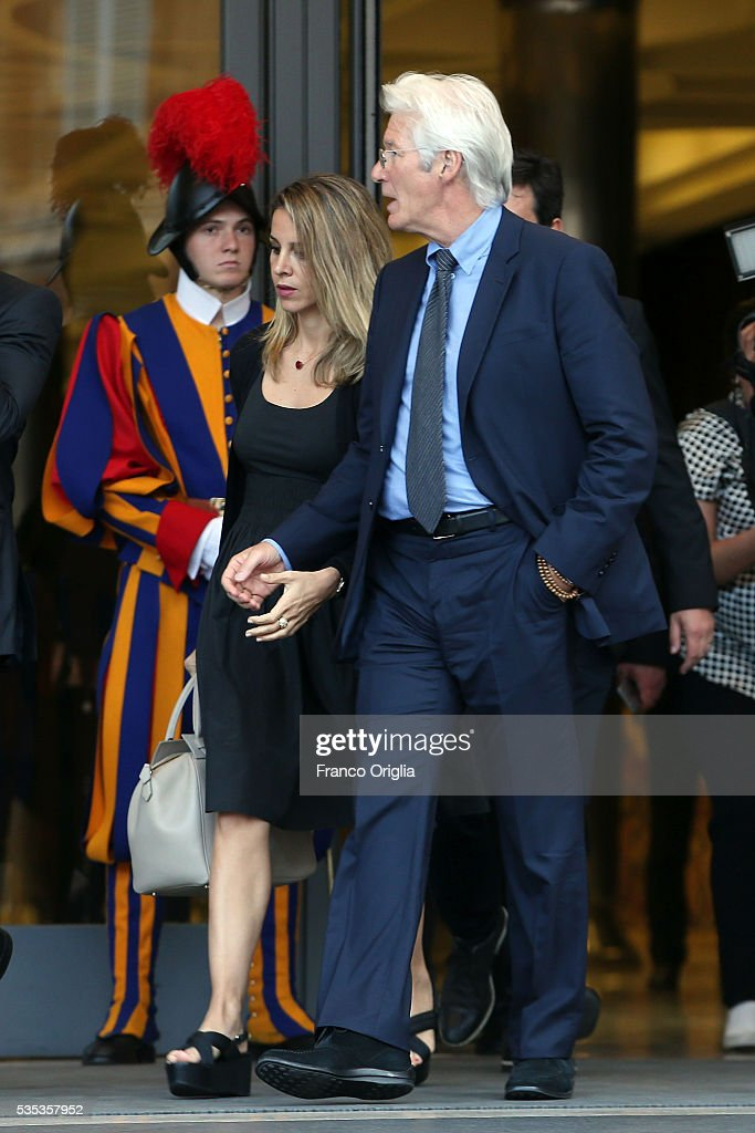 <a gi-track='captionPersonalityLinkClicked' href=/galleries/search?phrase=Richard+Gere&family=editorial&specificpeople=202110 ng-click='$event.stopPropagation()'>Richard Gere</a> and his girlfriend <a gi-track='captionPersonalityLinkClicked' href=/galleries/search?phrase=Alejandra+Silva&family=editorial&specificpeople=15061811 ng-click='$event.stopPropagation()'>Alejandra Silva</a> leave at the end of 'Un Muro o Un Ponte' Seminary held by Pope Francis at the Paul VI Hall on May 29, 2016 in Vatican City, Vatican.
