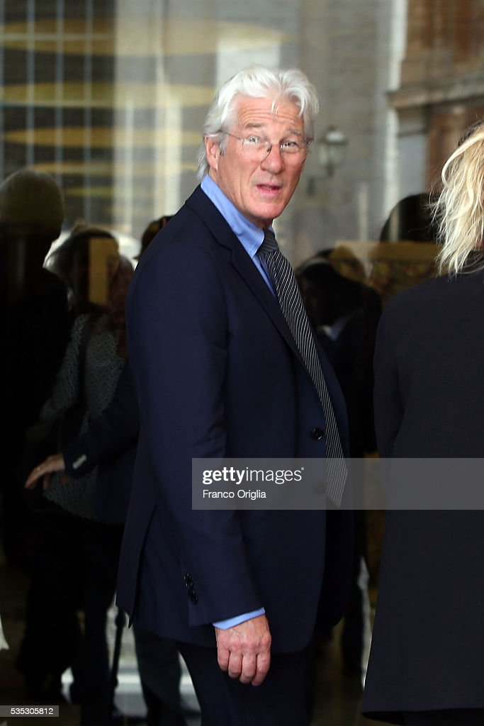 <a gi-track='captionPersonalityLinkClicked' href=/galleries/search?phrase=Richard+Gere&family=editorial&specificpeople=202110 ng-click='$event.stopPropagation()'>Richard Gere</a> arrives at 'Un Muro o Un Ponte' Seminary held by Pope Francis at the Paul VI Hall on May 29, 2016 in Vatican City, Vatican.