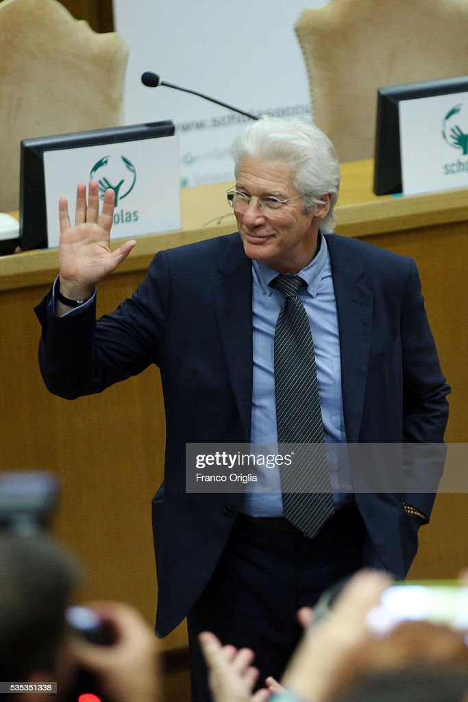 <a gi-track='captionPersonalityLinkClicked' href=/galleries/search?phrase=Richard+Gere&family=editorial&specificpeople=202110 ng-click='$event.stopPropagation()'>Richard Gere</a> attends 'Un Muro o Un Ponte' Seminary held by Pope Francis at the Paul VI Hall on May 29, 2016 in Vatican City, Vatican.