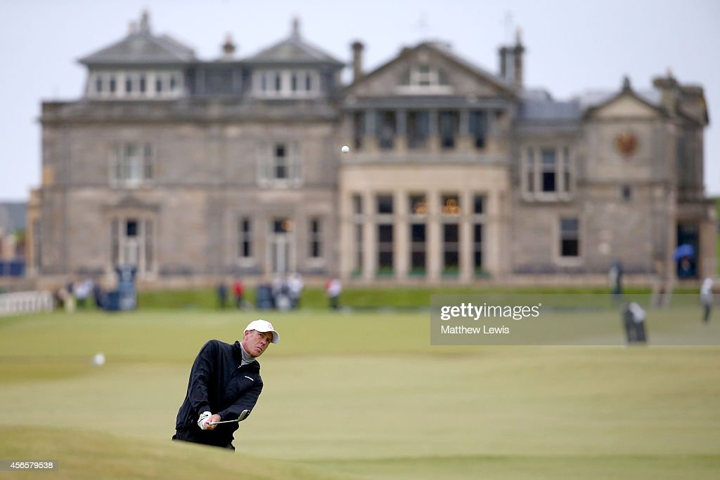 Richard Green of Australia chips onto the 17th green during the second round of the 2014 Alfred Dunhill Links Championship at The Old Course on...