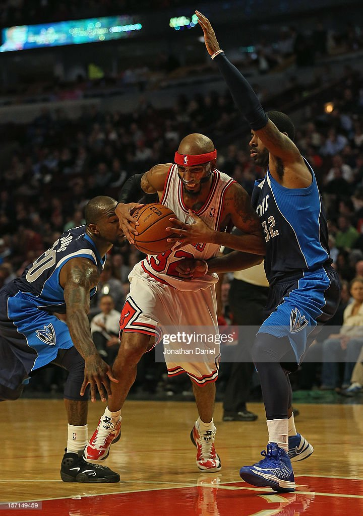 Richard Hamilton #32 of the Chicago Bulls drives between Dominique Jones #20 and <a gi-track='captionPersonalityLinkClicked' href=/galleries/search?phrase=O.J.+Mayo&family=editorial&specificpeople=2351505 ng-click='$event.stopPropagation()'>O.J. Mayo</a> #32 of the Dallas Mavericks at the United Center on November 28, 2012 in Chicago, Illinois. The Bulls defeated the Mavericks 101-78.