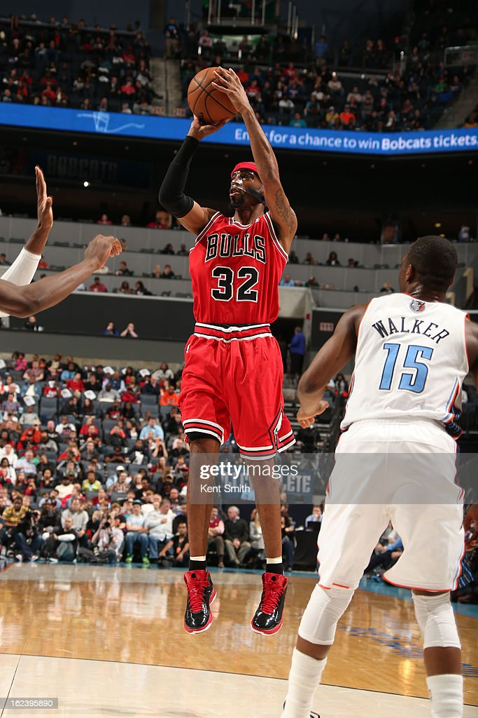 Richard Hamilton #32 of the Chicago Bulls shoots against <a gi-track='captionPersonalityLinkClicked' href=/galleries/search?phrase=Kemba+Walker&family=editorial&specificpeople=5042442 ng-click='$event.stopPropagation()'>Kemba Walker</a> #15 and the Charlotte Bobcats at the Time Warner Cable Arena on February 22, 2013 in Charlotte, North Carolina.